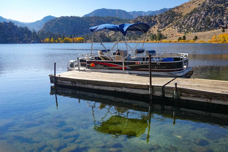 Rent a boat at Gull Lake in California