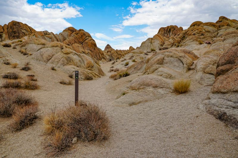 Scenery along Mobius Arch Loop Trail in the Alabama Hills